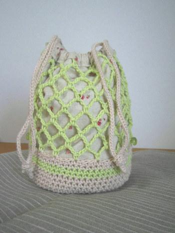 ネット編みの巾着